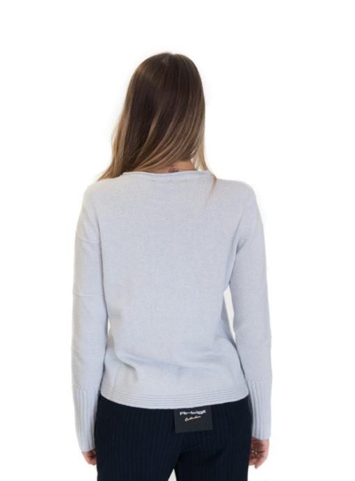 ARMANI maglia donna azzurra con bottoncini sulla spalla vista da dietro