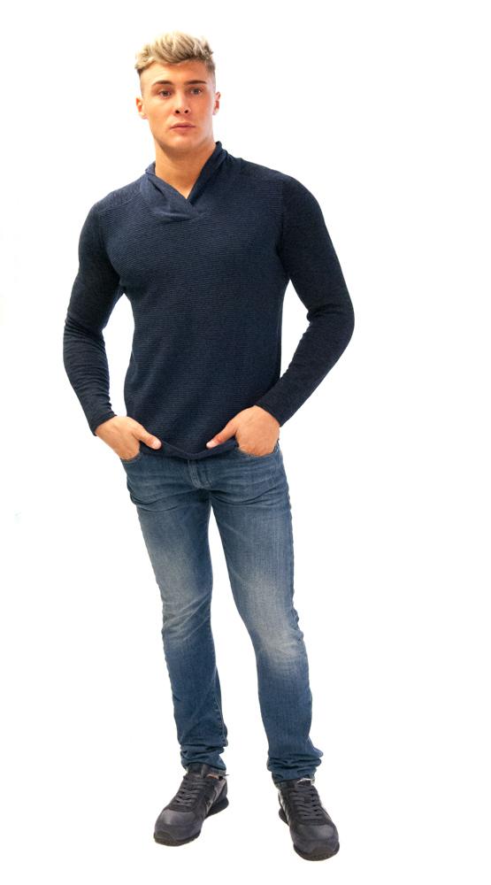 GUESS maglione uomo blu collo a scialle con jeans Armani