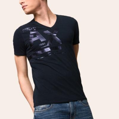 ARMANI Exchange t-shirt blu scollo a v con stampa A|X in tinta