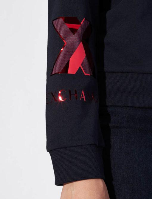 Felpa donna Armani Exchange girocollo blu con logo rosso sul braccio-2