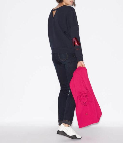 Felpa donna Armani Exchange girocollo blu con logo rosso sul braccio-3